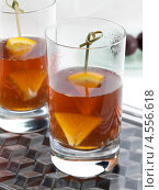Купить «Два стакана алкогольного коктейля, пиммс», фото № 4556618, снято 21 октября 2018 г. (c) Food And Drink Photos / Фотобанк Лори