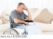 Купить «Пенсионер в инвалидной коляске переживает головные боли», фото № 4559030, снято 30 октября 2010 г. (c) Wavebreak Media / Фотобанк Лори