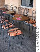 Купить «Кованая мебель в уличном кафе», фото № 4559174, снято 25 апреля 2011 г. (c) Lasse Kristensen / Фотобанк Лори