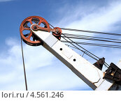 Купить «Стрела экскаватора на фоне голубого неба с облаками», фото № 4561246, снято 8 мая 2010 г. (c) Евгений Ткачёв / Фотобанк Лори