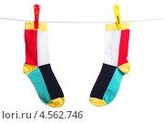 Купить «Разноцветные полосатые носки, висящие на бельевой веревке», фото № 4562746, снято 16 марта 2012 г. (c) Paleka / Фотобанк Лори