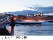 Пешеходный мост через Волхов. Великий Новгород (2013 год). Стоковое фото, фотограф Литвяк Игорь / Фотобанк Лори