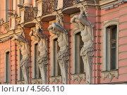 Купить «Фасад дворца. Санкт-Петербург», эксклюзивное фото № 4566110, снято 22 апреля 2013 г. (c) Александр Алексеев / Фотобанк Лори