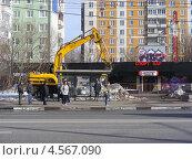 Купить «Реконструкция Щелковского шоссе, Москва», эксклюзивное фото № 4567090, снято 4 апреля 2013 г. (c) lana1501 / Фотобанк Лори