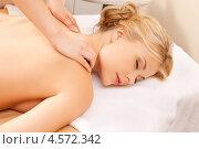 Купить «Молодая женщина во время сеанса массажа в салоне», фото № 4572342, снято 9 июня 2012 г. (c) Syda Productions / Фотобанк Лори