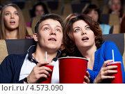 Купить «Молодая пара в кинотеатре», фото № 4573090, снято 19 февраля 2013 г. (c) Raev Denis / Фотобанк Лори