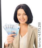 Купить «Привлекательная молодая женщина с веером евро в руках», фото № 4573250, снято 7 апреля 2012 г. (c) Syda Productions / Фотобанк Лори