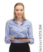 Купить «Привлекательная деловая женщина в офисной одежде с планшетным компьютером в руках», фото № 4573394, снято 17 ноября 2012 г. (c) Syda Productions / Фотобанк Лори