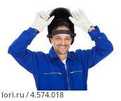 Купить «Портрет уверенного в себе сварщика в защитной маске», фото № 4574018, снято 22 апреля 2012 г. (c) Андрей Попов / Фотобанк Лори