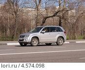 Купить «Suzuki Grand Vitara мчится по дороге. Женщина за рулём», фото № 4574098, снято 29 апреля 2013 г. (c) Павел Кричевцов / Фотобанк Лори