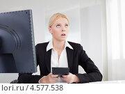 Купить «Усталая грустная девушка на работе за компьютером», фото № 4577538, снято 14 июня 2012 г. (c) Андрей Попов / Фотобанк Лори