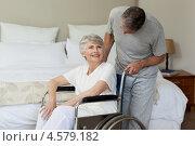 Купить «Пожилой мужчина стоит рядом с женщиной в инвалидной коляске», фото № 4579182, снято 6 ноября 2010 г. (c) Wavebreak Media / Фотобанк Лори