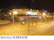 Ночные улицы, Гомель, Беларусь (2013 год). Редакционное фото, фотограф Елена Григорьева / Фотобанк Лори