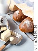Хлеб с маслом на завтрак. Стоковое фото, фотограф Петеляева Татьяна / Фотобанк Лори