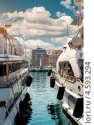 Купить «Роскошные яхты в порту Le Vieux. Канны, Франция», фото № 4593294, снято 1 мая 2013 г. (c) Alexander Tihonovs / Фотобанк Лори