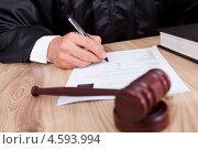 Купить «Судья подписывает приговор за столом», фото № 4593994, снято 14 июля 2012 г. (c) Андрей Попов / Фотобанк Лори