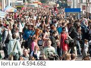 Купить «Участники парада мыльных пузырей Dreamflash 2013 на ВВЦ (ВДНХ)», эксклюзивное фото № 4594682, снято 2 мая 2013 г. (c) Алёшина Оксана / Фотобанк Лори