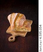 Купить «Чиабатта на деревянной разделочной доске», фото № 4595054, снято 5 мая 2013 г. (c) Eve Voevoda / Фотобанк Лори