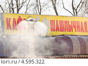 Купить «Дымящая труба шашлычной», эксклюзивное фото № 4595322, снято 2 мая 2013 г. (c) Алёшина Оксана / Фотобанк Лори