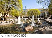 Купить «Фонтан на Чистопрудном бульваре в Москве весной», эксклюзивное фото № 4600858, снято 7 мая 2013 г. (c) Владимир Чинин / Фотобанк Лори