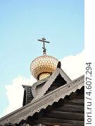 Купить «Купол деревянной церкви крытый лемехом», фото № 4607294, снято 2 мая 2013 г. (c) Денис Нечаев / Фотобанк Лори