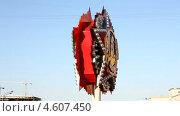 Купить «Москва. Вращающийся макет «Ордена Победы» у Триумфальной арки. Ускорено. Зациклено», видеоролик № 4607450, снято 10 мая 2013 г. (c) Юрий Кирсанов / Фотобанк Лори
