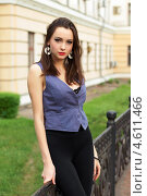 Купить «Молодая красивая женщина на улице», фото № 4611466, снято 6 мая 2012 г. (c) Сергей Сухоруков / Фотобанк Лори