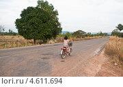 Велосипедистка (2012 год). Стоковое фото, фотограф Юлия Деденок / Фотобанк Лори