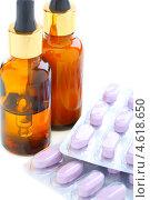 Купить «Лекарства и медицинские таблетки, белый фон», фото № 4618650, снято 10 мая 2013 г. (c) Марина Сапрунова / Фотобанк Лори