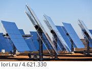 Панели солнечных батарей на фоне ярко-синего неба. Стоковое фото, фотограф Анастасия Золотницкая / Фотобанк Лори