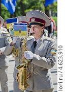 Купить «Военный  духовой оркестр. Женщина играет на саксофоне. День победы, 9 мая.», фото № 4623910, снято 9 мая 2013 г. (c) Несинов Олег / Фотобанк Лори
