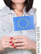 Купить «Флаг Европейского союза в руках женщины», фото № 4628070, снято 31 марта 2010 г. (c) Phovoir Images / Фотобанк Лори
