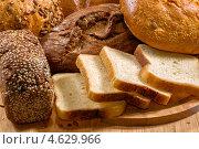 Хлеб на деревянном столе. Стоковое фото, фотограф ValeriyK / Фотобанк Лори