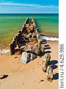 Купить «Пляж, море, волнорез...», фото № 4629986, снято 4 мая 2013 г. (c) Сергей Трофименко / Фотобанк Лори