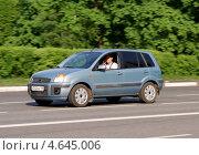 Купить «Ford Fusion - легковой автомобиль на дороге в движении», фото № 4645006, снято 17 мая 2013 г. (c) Павел Кричевцов / Фотобанк Лори