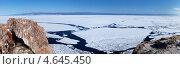 Купить «Ледоход на Байкале. Вид на разрушающийся лед со скал мыса Саган-Хушун. Панорама», фото № 4645450, снято 18 мая 2013 г. (c) Виктория Катьянова / Фотобанк Лори
