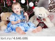 Купить «Маленькая девочка разговаривает по телефону», фото № 4646686, снято 23 декабря 2012 г. (c) Литвяк Игорь / Фотобанк Лори