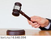 Купить «Судейский молоток крупным планом», фото № 4648094, снято 17 июня 2011 г. (c) Wavebreak Media / Фотобанк Лори