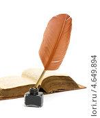 Купить «Чернильница с пером и старая раскрытая книга», фото № 4649894, снято 20 мая 2013 г. (c) Ласточкин Евгений / Фотобанк Лори