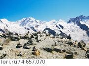 Каменные пирамиды и снежные вершины (2012 год). Стоковое фото, фотограф Raulin / Фотобанк Лори