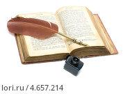 Купить «Старая открытая книга - Евангелие в древнерусском языке», фото № 4657214, снято 20 мая 2013 г. (c) Ласточкин Евгений / Фотобанк Лори