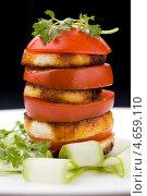 Купить «Томатный салат с жареным сыром и зеленью», фото № 4659110, снято 23 мая 2013 г. (c) Eve Voevoda / Фотобанк Лори