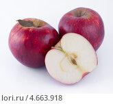 Купить «Красные яблоки», фото № 4663918, снято 25 мая 2013 г. (c) Литвяк Игорь / Фотобанк Лори