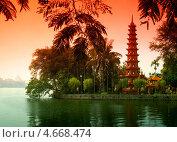Вьетнамская пагода на острове (2007 год). Стоковое фото, фотограф Сергей Карпенко / Фотобанк Лори