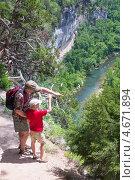Купить «Отец показывает сыну достопримечательности. Река Буффало, штат Арканзас, США», фото № 4671894, снято 26 мая 2013 г. (c) Ирина Кожемякина / Фотобанк Лори