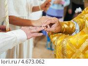 Купить «Православная свадебная церемония», фото № 4673062, снято 2 сентября 2012 г. (c) Дмитрий Калиновский / Фотобанк Лори