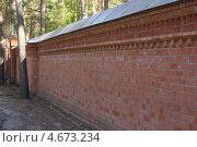 Кирпичный забор. Стоковое фото, фотограф Олег Ручьев / Фотобанк Лори