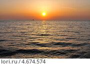 Купить «Закат. Чёрное море», эксклюзивное фото № 4674574, снято 1 мая 2013 г. (c) Юрий Морозов / Фотобанк Лори