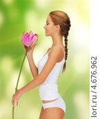 Купить «Красивая девушка в белом белье с цветком лотоса», фото № 4676962, снято 16 сентября 2012 г. (c) Syda Productions / Фотобанк Лори