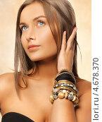 Купить «Красивая молодая женщина с распущенными длинными волосами», фото № 4678370, снято 23 мая 2012 г. (c) Syda Productions / Фотобанк Лори